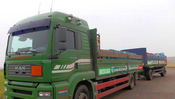 Grande jezdí na dieselgas